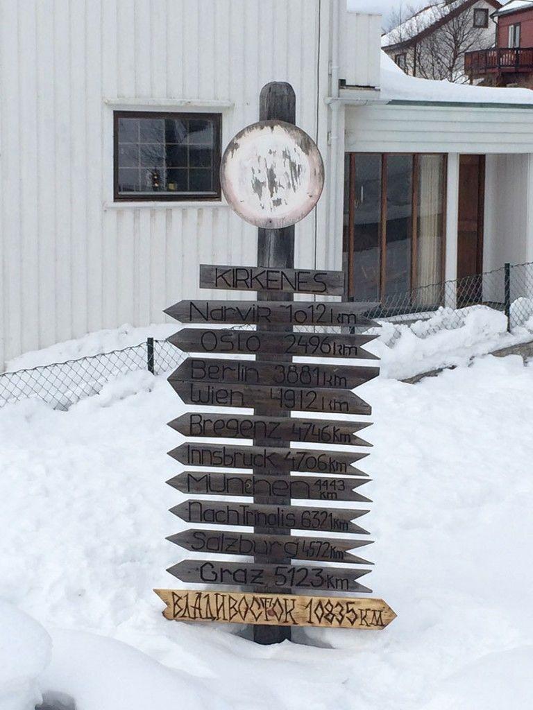 Qué ver en Kirkenes - Laponia Noruega - Señalización de distancias a algunas ciudades