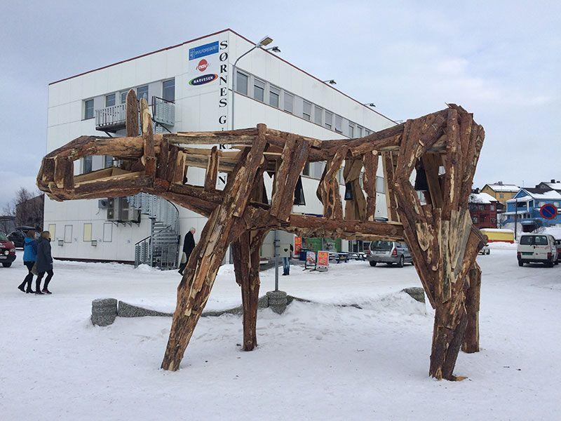 Qué ver en Kirkenes - Laponia Noruega - Escultura de madera
