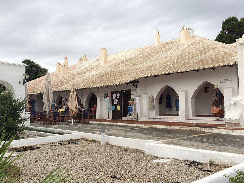 Qué ver en Menorca - Binibeca, pueblo de pescadores - Puestos de souvenirs