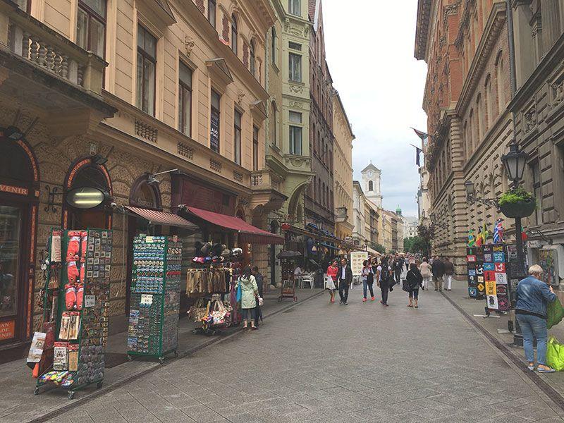 Qué ver en Pest - Budapest - Calle Váci