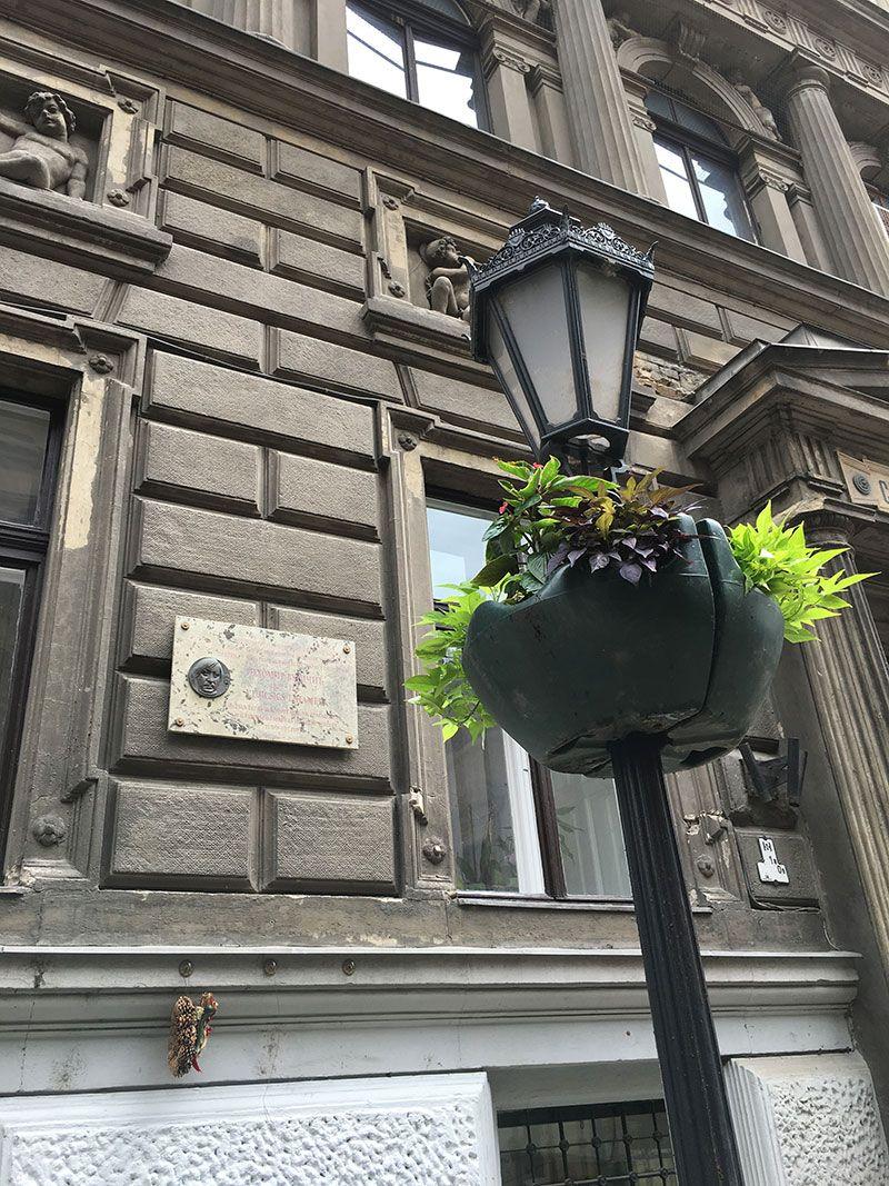 Qué ver en Pest - Budapest - Detalle de la calle Váci