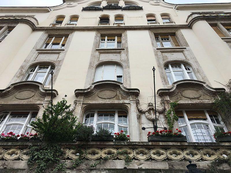 Qué ver en Pest - Budapest - Fachada de la calle Váci