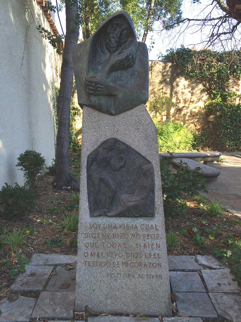 Qué ver en Salamanca en un día - Busto de La Celestina