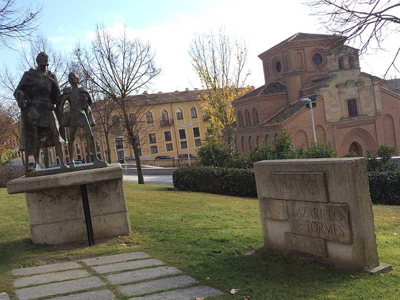 Qué ver en Salamanca en un día - Estatua de Lazarillo de Tormes