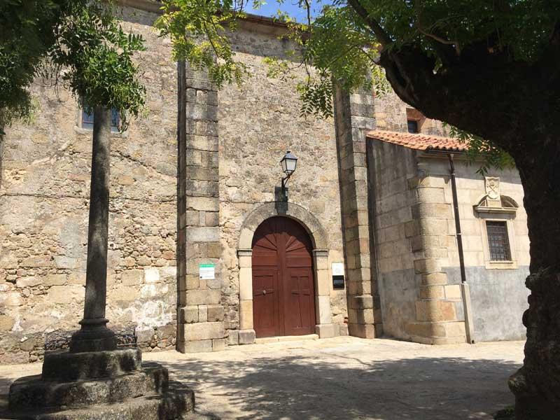 Qué ver en San Martín de Trevejo - Iglesia de San Martín de Tours