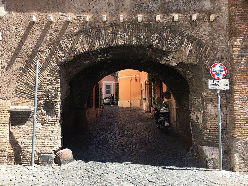 Qué ver en Trastevere - Roma - Arco de Tolomei