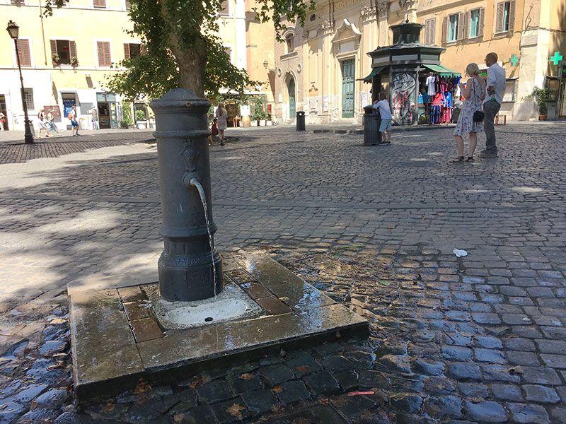 Qué ver en Trastevere - Roma - Fuente pública