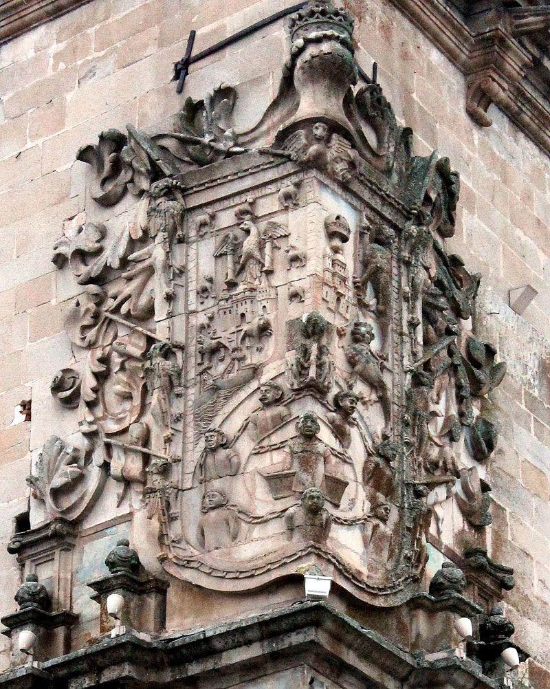 Qué ver en Trujillo - Escudo del Palacio de La Conquista