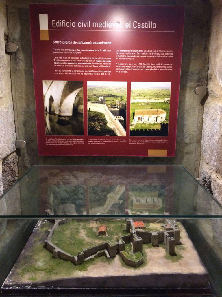 Qué ver en Trujillo - Maqueta del Castillo en la Torre del Alfiler