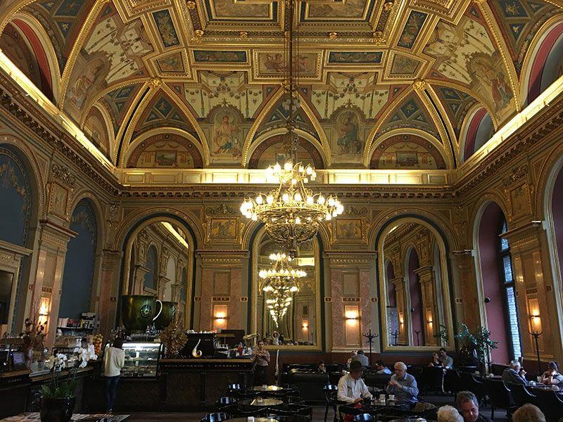 Qué ver y hacer en Budapest en 2 días - Cafetería Alexandra