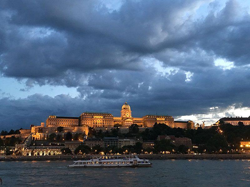 Qué ver y hacer en Budapest en 2 días - Castillo iluminado