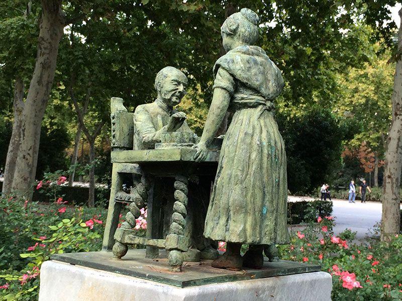 Qué ver y hacer en Madrid en un día - Figuritas del Retiro