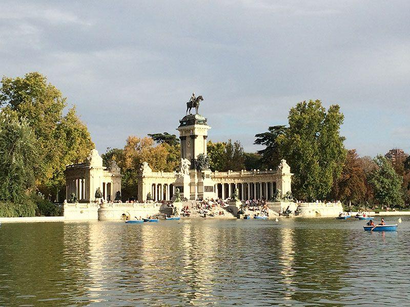 Qué ver y hacer en Madrid en un día - Lago del Retiro