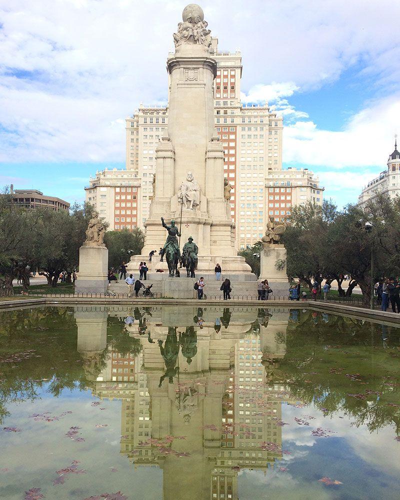 Qué ver y hacer en Madrid en un día - Monumento a Cervantes