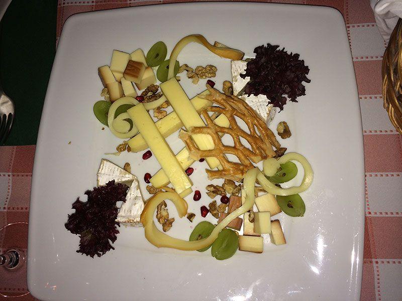 Ración de quesos del restaurante Vén Hajó de Budapest