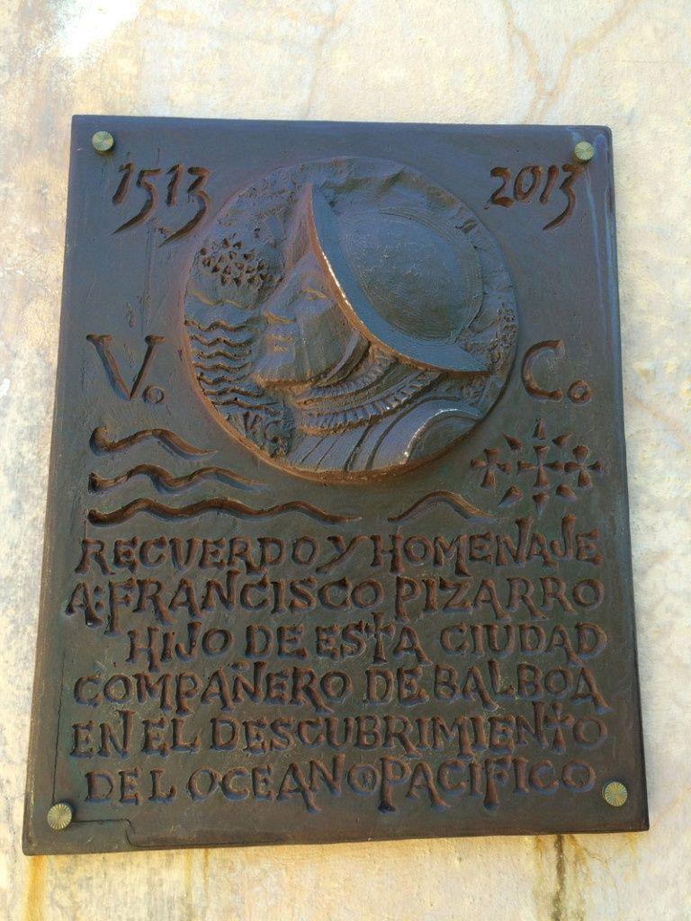 Placa homenaje al gran conquistador Francisco Pizarro