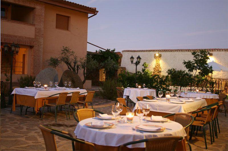 Terraza de verano del restaurante La Vieja Fábrica, Parque Nacional de Cabañeros