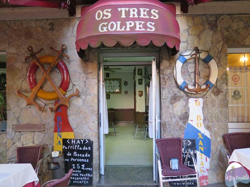 Fachada del restaurante Os Tres Golpes