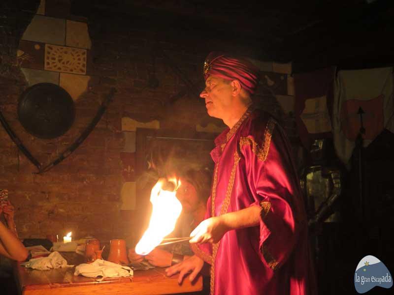 Restaurante medieval Sir Lancelot Budapest - Show hombre traga fuego