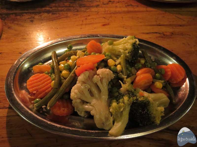 Además tienen menús completamente vegetarianos, eso sí, igualmente tendrás que comerlo sólo con cuchillo y cuchara, ya que no sirven tenerdores :) Todo está riquísimo!!