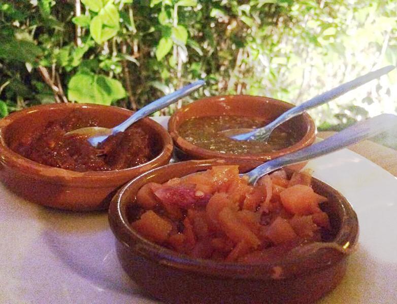 Diferentes salsas picantes