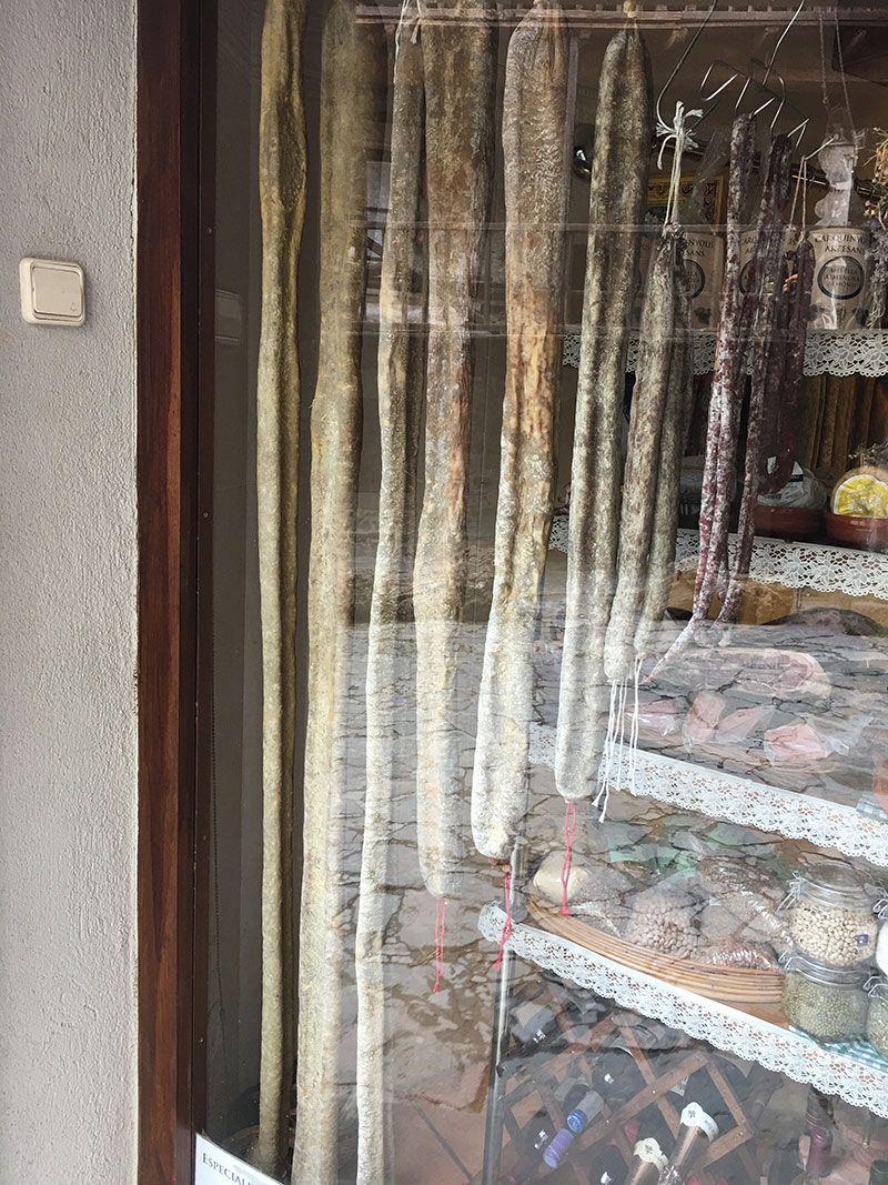 Rupit i Pruit - Pueblos con encanto de Barcelona - Embutido gigante