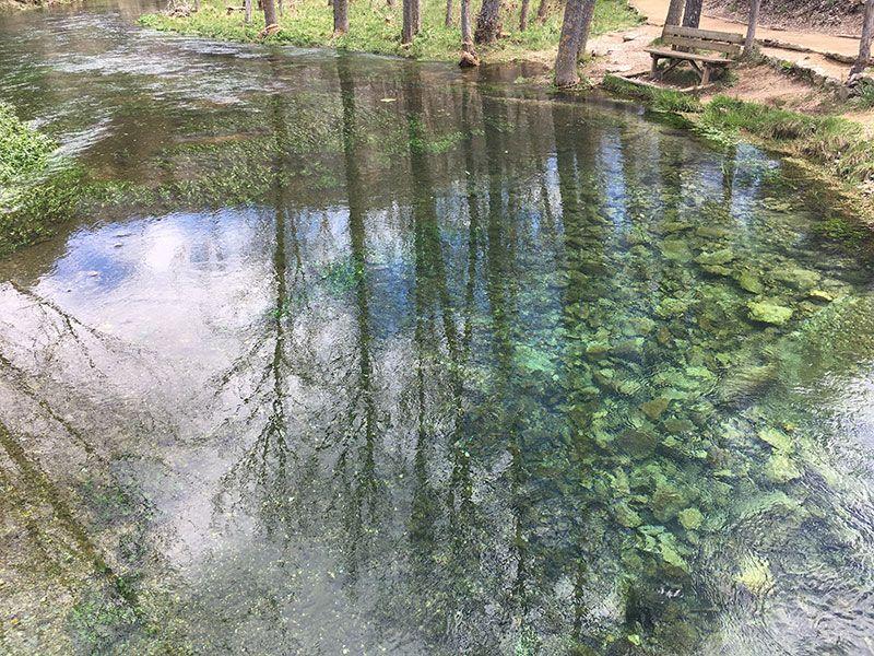 Monumento Natural de La Fuentona, Muriel de la Fuente - Soria - Reflejo del entorno en el agua