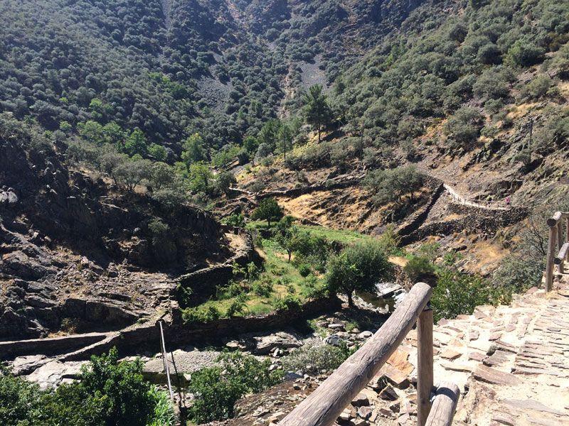 Ruta al Chorro de la Meancera - Paisaje de montaña