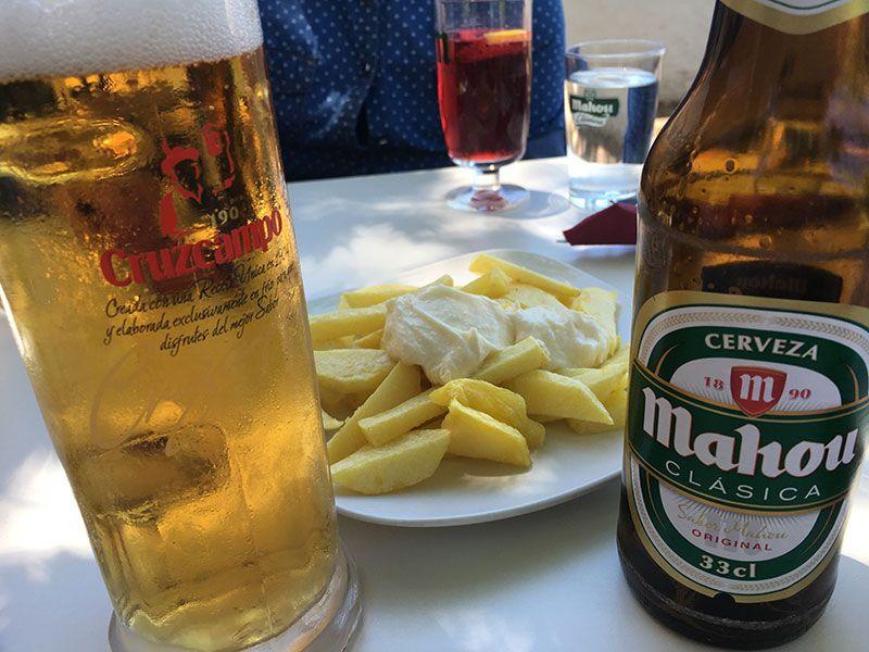 Ruta de senderismo Las Acebeas - Navalperal - Tomando unas cerves