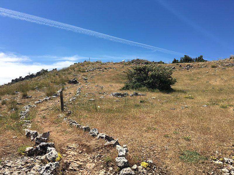 Ruta de senderismo Las Acebeas - Navalperal - Senda final entre piedrecitas