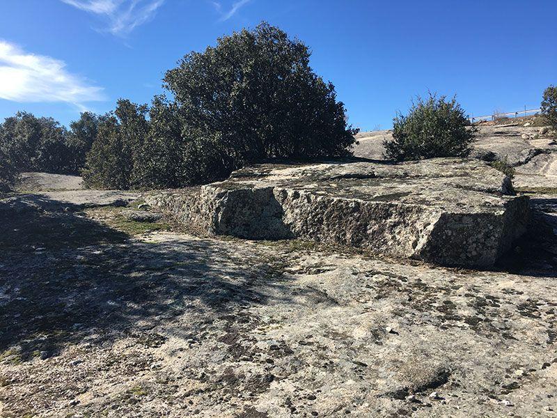 Ruta de senderismo Usos y Oficios Tradicionales - La Cabrera - Madrid - Piso de roca granítica
