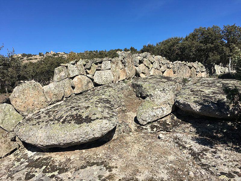 Ruta de senderismo Usos y Oficios Tradicionales - La Cabrera - Madrid - Rocas graníticas