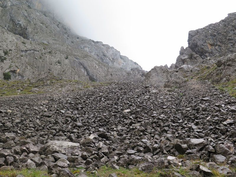 Terreno pedregoso de la Ruta del Cares