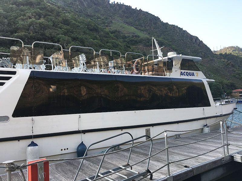 Ruta en barco por el Sil - Catamarán