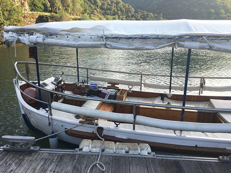 Ruta en barco por el Sil - Embarcación
