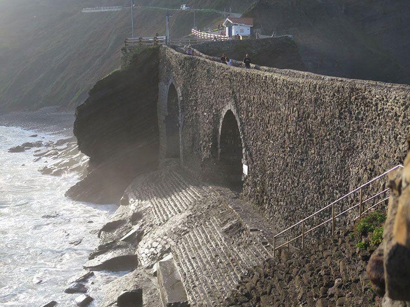 San Juan de Gaztelugatxe - Escalera de acceso al mar