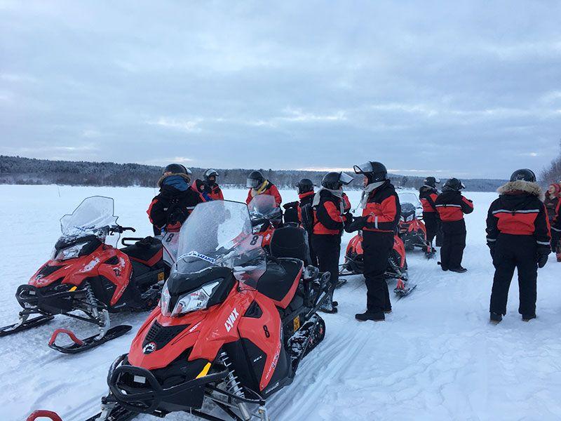 Un día inmersas en Laponia Finlandesa - Motos de nieve de Lapland Safaris