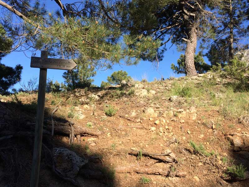 Señal de la ruta PR A 173 a la Piedra del Cambrón