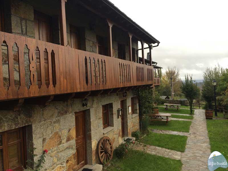 Senderismo por el Lago de Sanabria - Fachada del Mirador de Sanabria