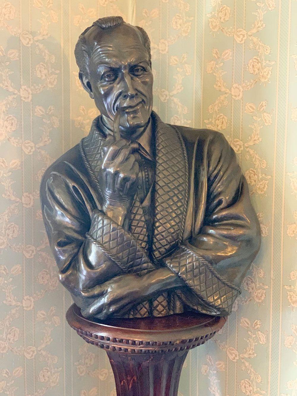 Busto del personaje de ficción Sherlock Holmes