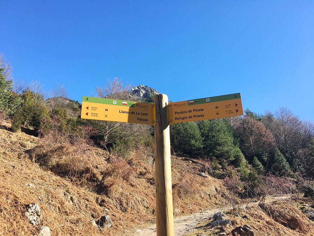Subida a Los Llanos de La Larri - Senderismo La Pineta - Señalización