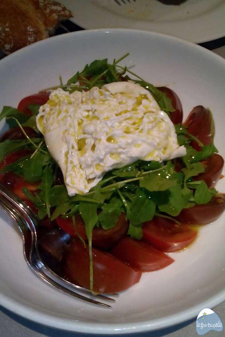 Tapear en Madrid - Ensalada de tomate y burrata de Los Galayos