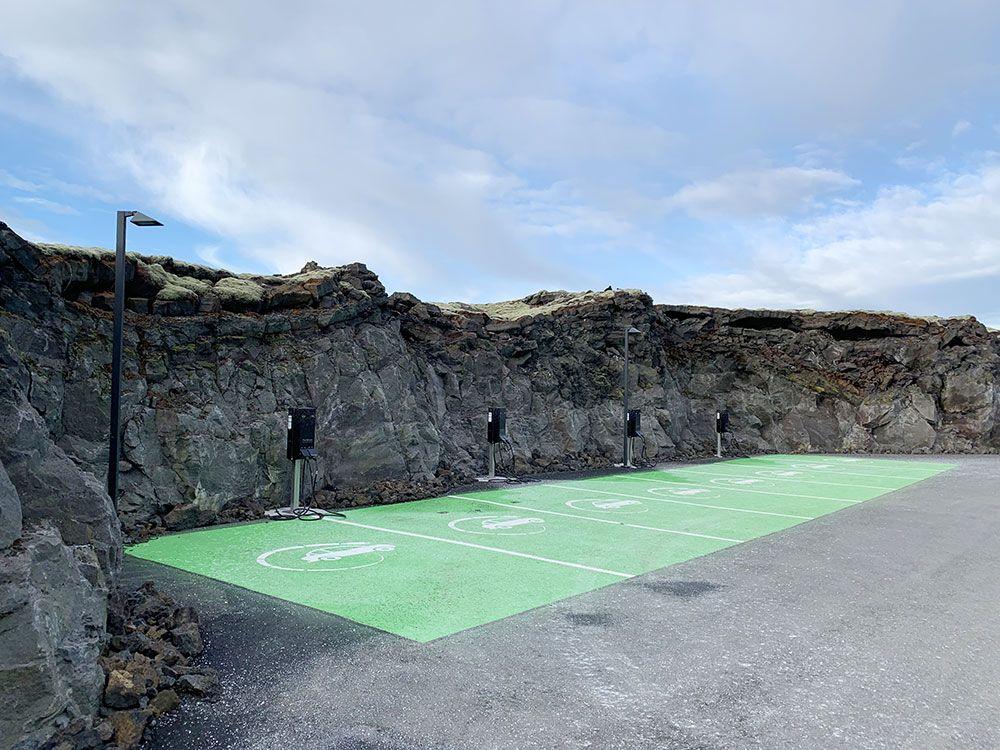 The Retreat - Blue Lagoon - Islandia - Aparcamiento coches eléctricos