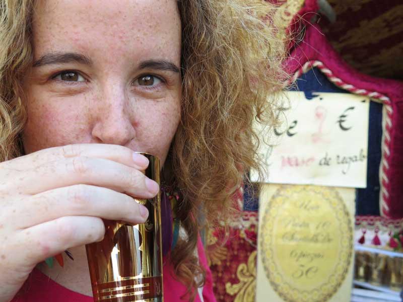 Qué rico estaba el té moruno del Mercado Medieval de Alcalá de Henares