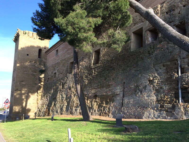 Única torre que aún se conserva de la muralla de Huesca
