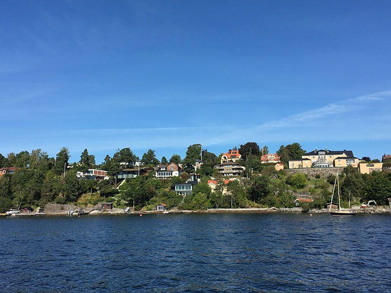 Tour en barco por el Archipiélago de Estocolmo - Casas en las colina