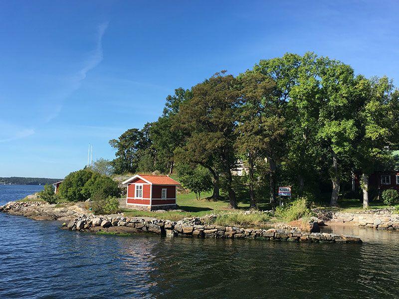 Tour en barco por el Archipiélago de Estocolmo - Casita roja de madera
