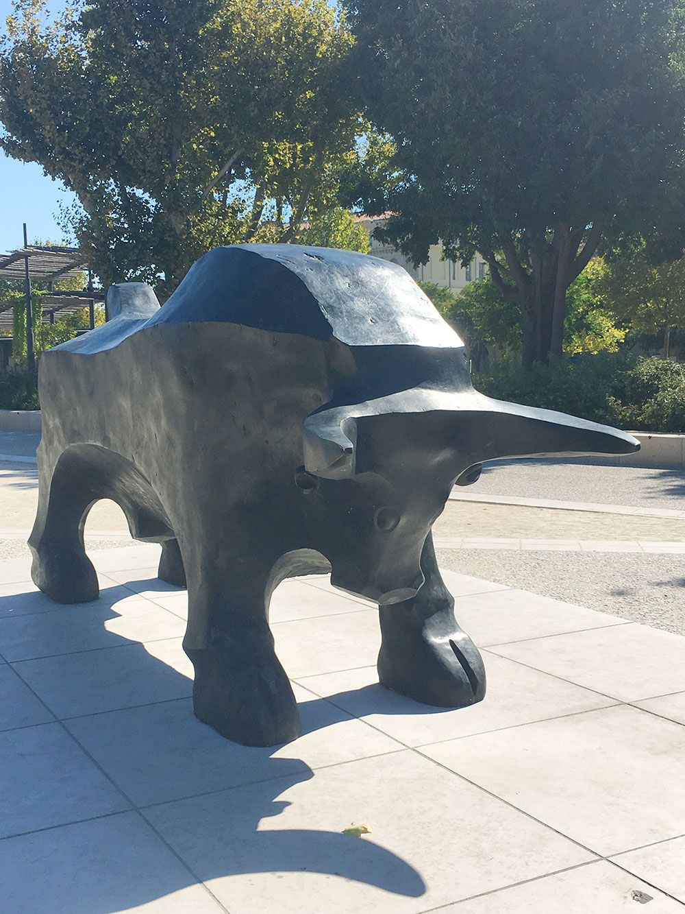 Qué ver en Nîmes - Estatua de un toro