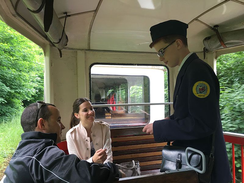 Tren de los Niños - Budapest - Niño revisor
