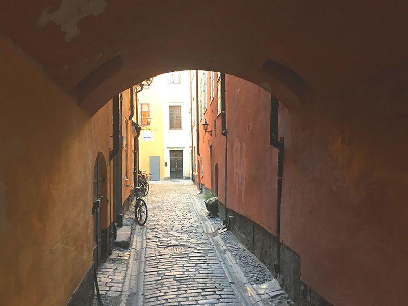 Un paseo por Gamla Stan - Estocolmo - Callejón en Gamla Stan